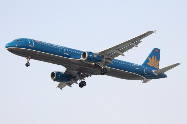 10 VN-A359 BKK-SGN 06-04-10 VN850_resize.jpg