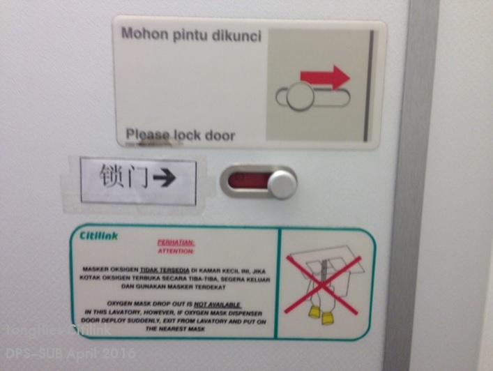 27_toilet doorA.jpg