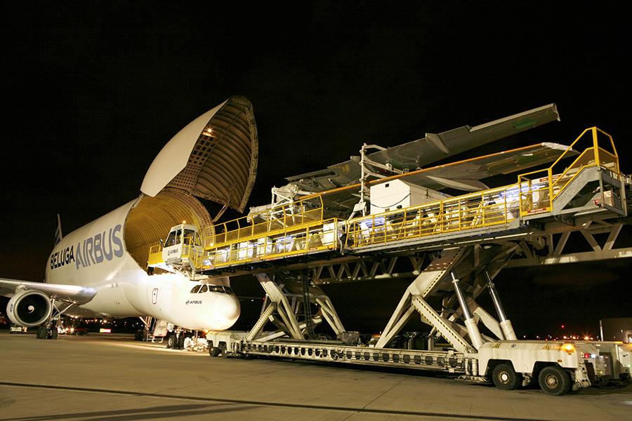 ปีกของเครื่องบิน เอ320นีโอถูกขนส่งมาโดยเครื่องบินเบลูก้า(2) copy.jpg